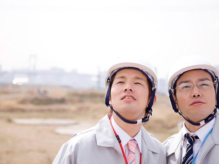作業服の男性2人